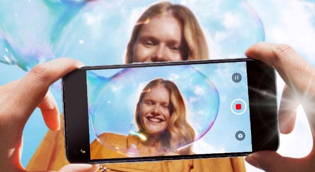 Dünya Selfie Günü'nde OPPO Reno5 Serisi ile Fark Yaratın