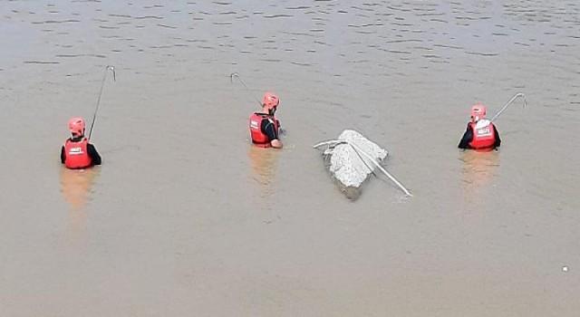 AKUT, Rize sel felaketinde 16 vatandaşımızı güvenli alana tahliye etti