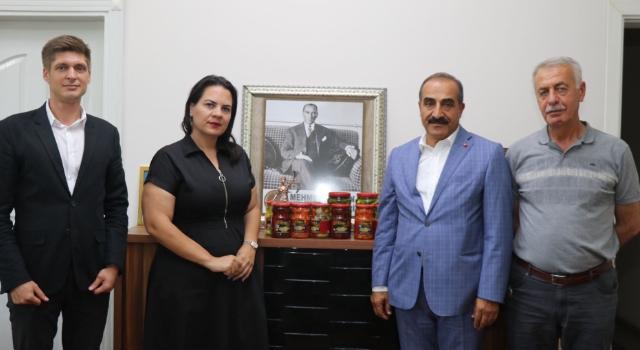 Kemalpaşa'da kiraz ve yaş meyve sebze ihracatına inspektör desteği