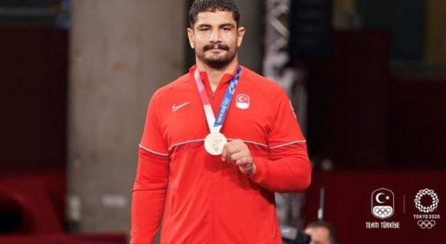 Olimpik Anneler projesinin sporcularından Taha Akgül Bronz Madalya kazandı
