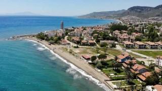 Edremit Belediyesi tam kapanmayı fırsata çevirerek sahillerini yaklaşan yaz sezonuna hazırlıyor